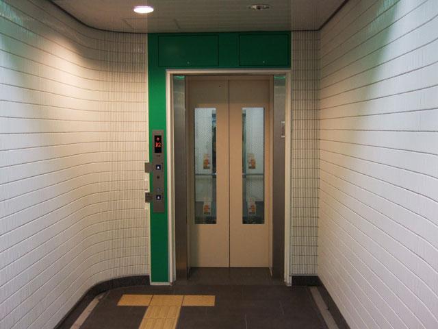 エレベーター降り口