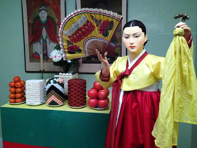 チマチョゴリ女性の人形